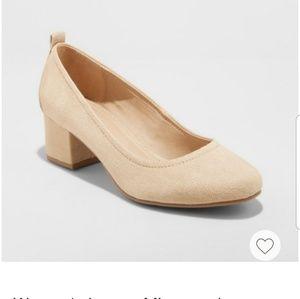 Universal thread- lenora close toe pumps heels